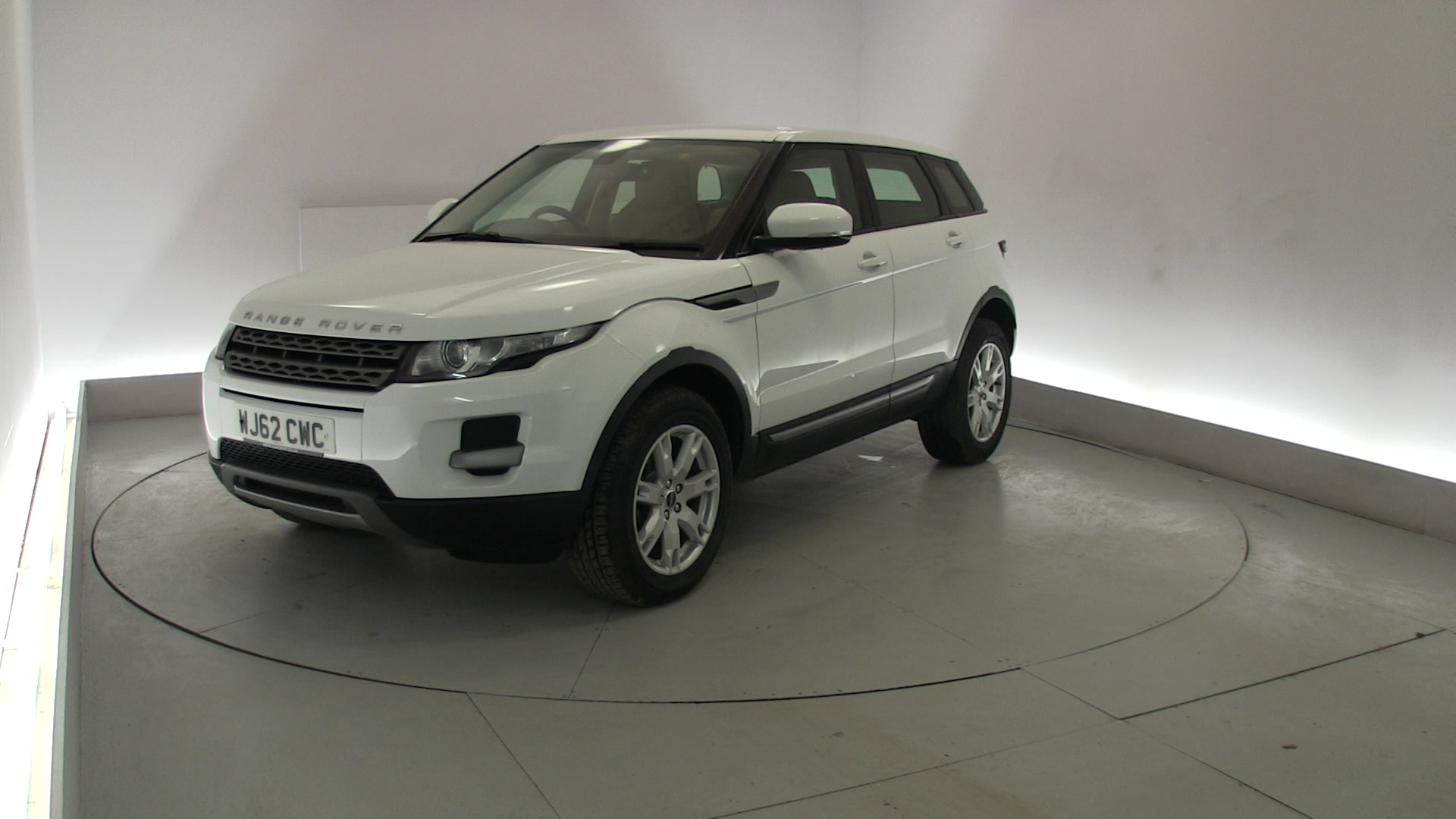 used land rover range rover evoque 2 2 sd4 pure 5dr white wj62cwc doncaster. Black Bedroom Furniture Sets. Home Design Ideas
