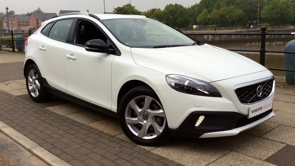 Volvo V40 D2 [120] Cross Country Lux Nav Geartronic  - Sensus Navigation, Active Bending Headlights,  DAB 2.0 Diesel Automatic 5 door Hatchback (2016) image