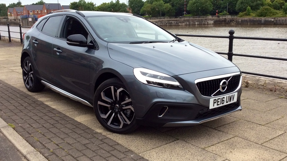 Volvo V40 Cross Country D2 Lux Pro 120hp Facelift Model Manual with Sat Nav, Privacy Glass and LED Lights 2.0 Diesel 5 door Hatchback (2017) image