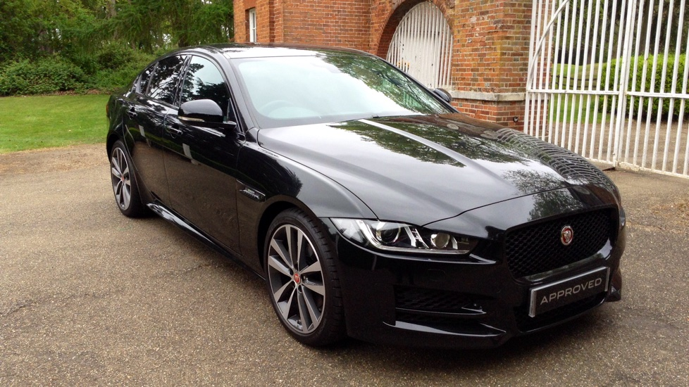 jaguar xe 180 r sport diesel automatic 4 door saloon 2017 lm17lur in stock jaguar. Black Bedroom Furniture Sets. Home Design Ideas