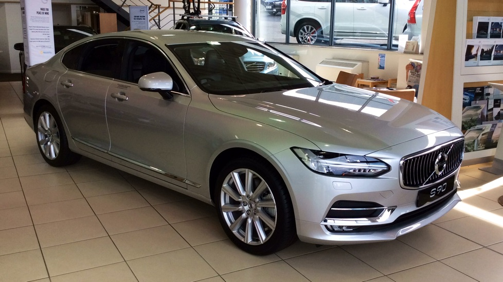 Volvo S90 2.0 D5 AWD PowerPulse Inscription 4dr Auto with Winter Pack, Privacy Glass & Smartphone Integration Diesel Automatic Saloon (2017) image