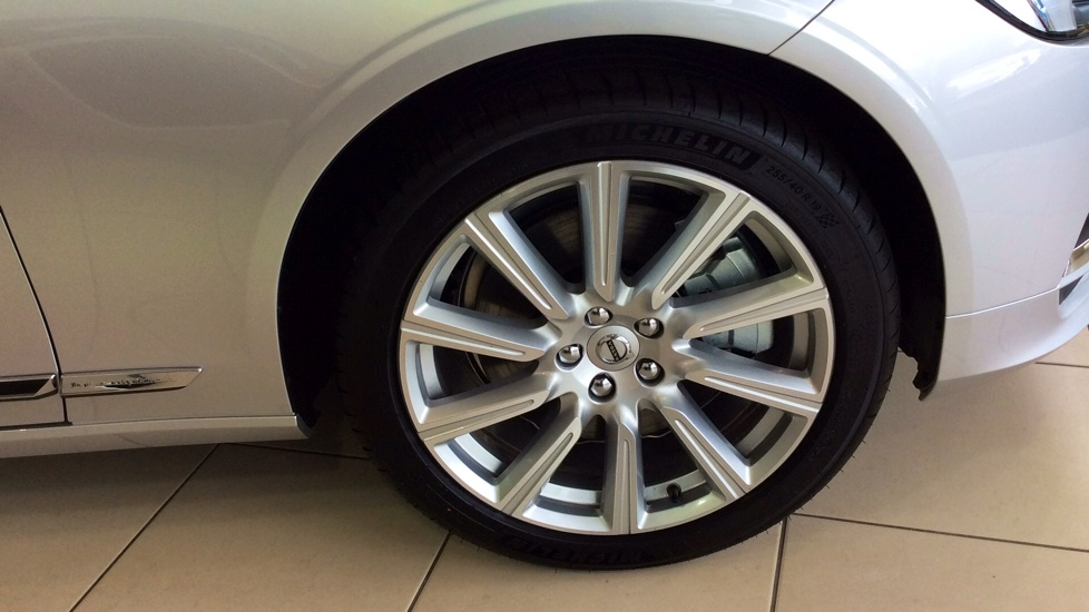 Volvo S90 2.0 D5 PowerPulse Inscription 4dr AWD Geartronic with Huge savings from New List image 2