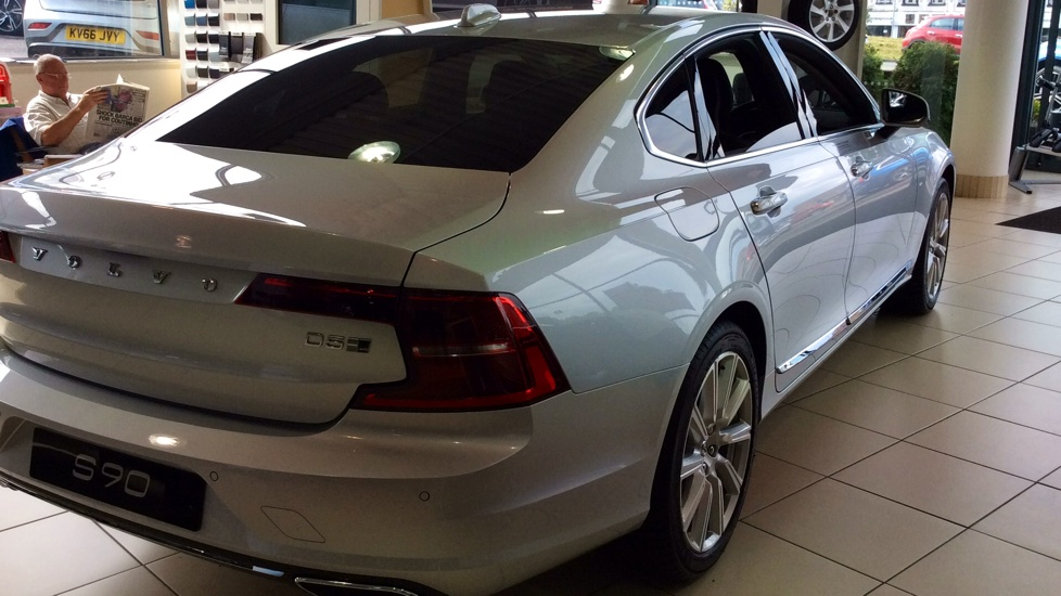 Volvo S90 2.0 D5 PowerPulse Inscription 4dr AWD Geartronic with Huge savings from New List image 4