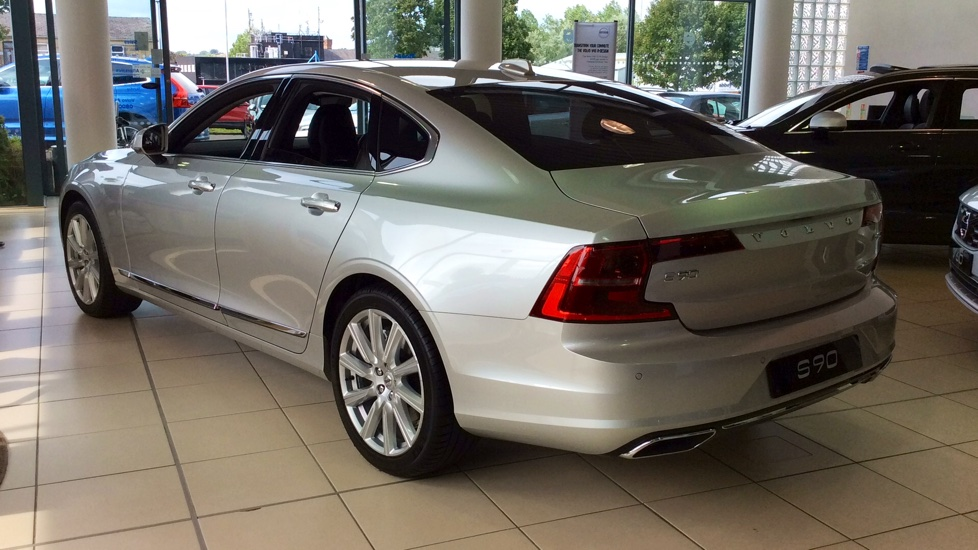 Volvo S90 2.0 D5 PowerPulse Inscription 4dr AWD Geartronic with Huge savings from New List image 6