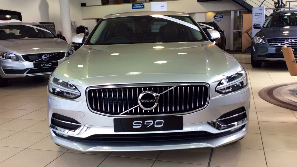 Volvo S90 2.0 D5 PowerPulse Inscription 4dr AWD Geartronic with Huge savings from New List image 10