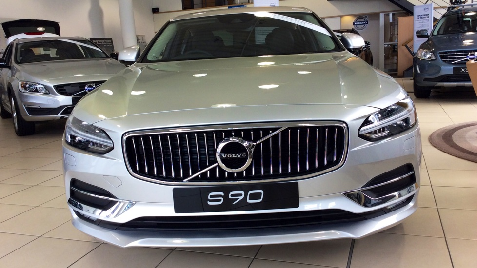 Volvo S90 2.0 D5 PowerPulse Inscription 4dr AWD Geartronic with Huge savings from New List image 11