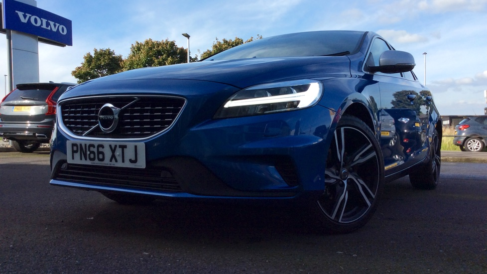 Volvo V40 D2 [120] R DESIGN Pro  - Winter Pack, Front and Rear Park Assist 2.0 Diesel 5 door Hatchback (2016) image