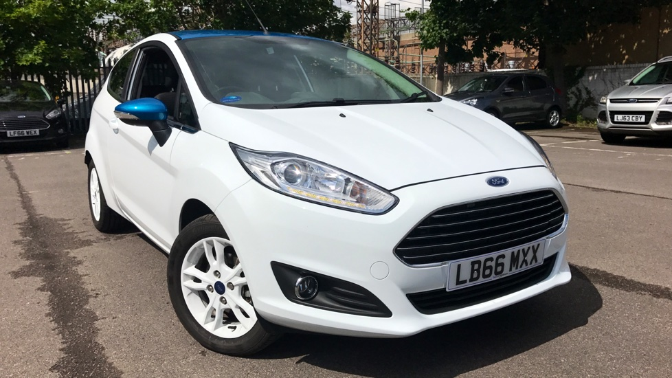 ford fiesta 1 0 ecoboost zetec white 3dr hatchback 2017 lb66mxx in stock used ford