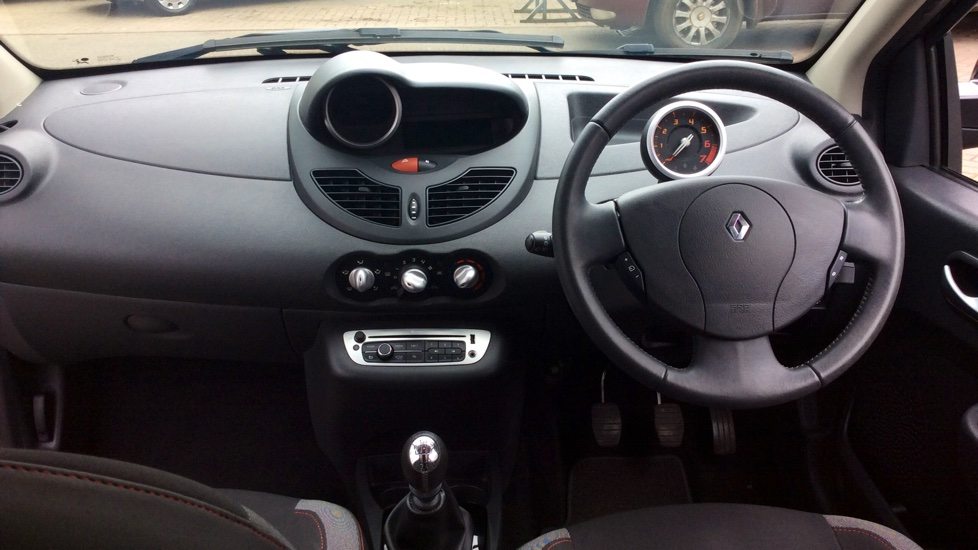 Toyota-Auris-hybrid-with-damaged-wing-mirror-at-