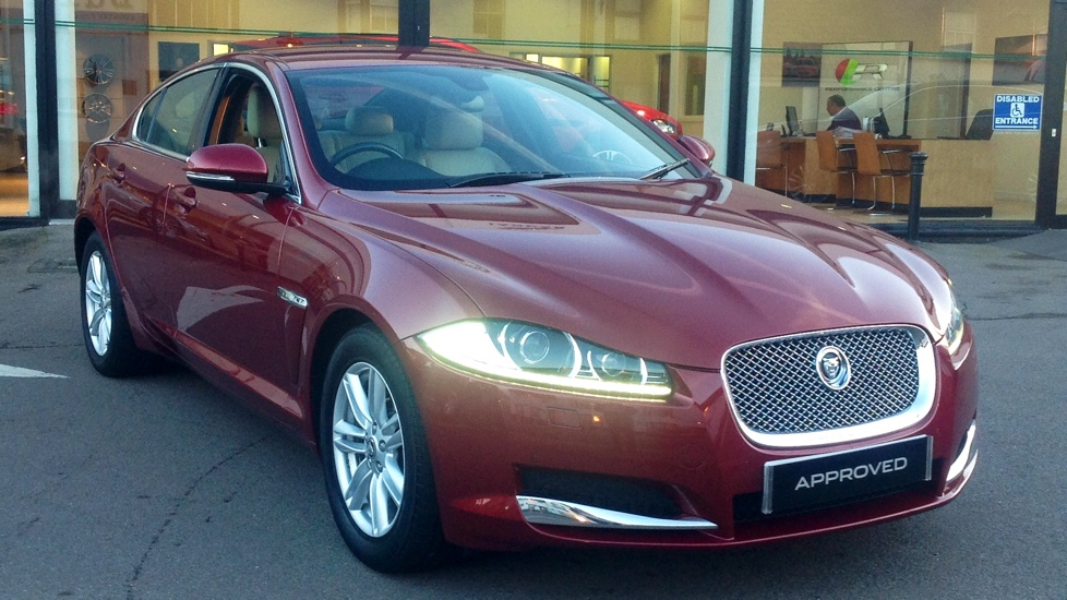 Jaguar XF 2.2d [200] Luxury Diesel Automatic 4 door Saloon (2013) at Jaguar Brentwood thumbnail image