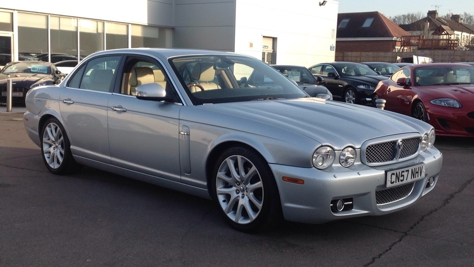 Jaguar XJ TDVi Sovereign  2.7 Diesel Automatic 4 door Saloon (2008) image