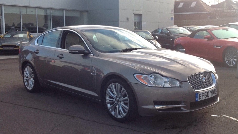 Jaguar XF 3.0d V6 Premium Luxury ONE OWNER Diesel Automatic 4 door Saloon (2011) image