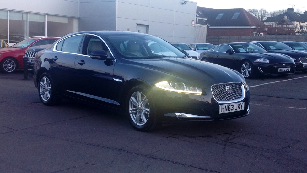 Jaguar XF 3.0d V6 Luxury [Start Stop] Low mileage Diesel Automatic 4 door Saloon (2014) image