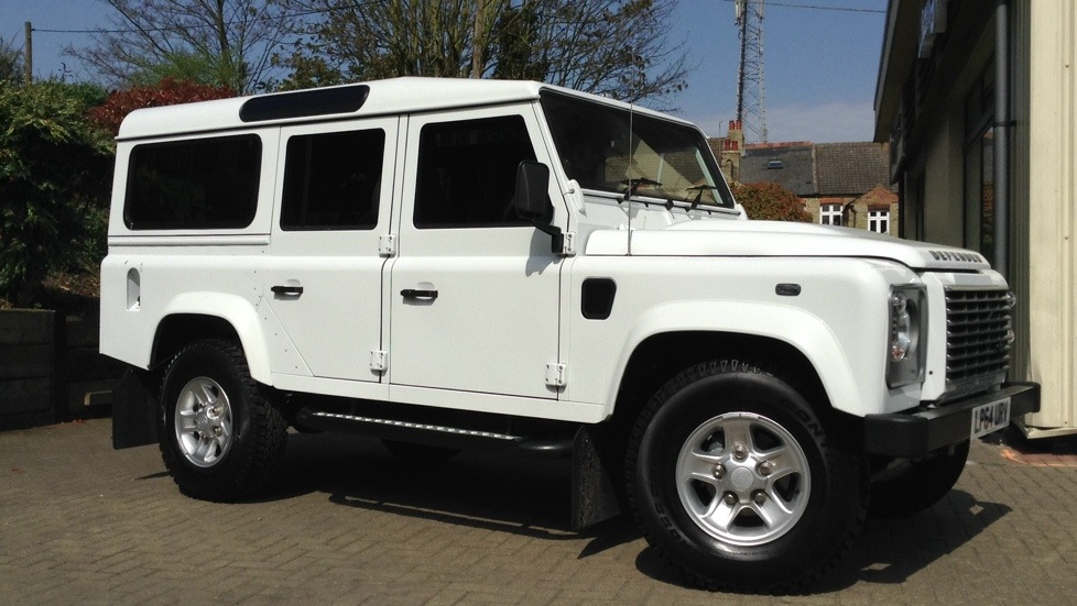 Land Rover Defender 110 XS Station Wagon 2.2 TDCi  Diesel 5 door 4x4  (2015) image