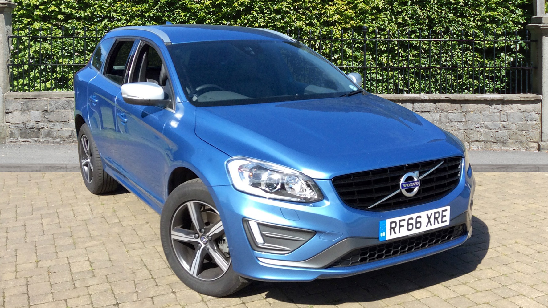 volvo xc60 d4 awd r design lux nav auto used vehicle by squire furneaux maidenhead maidenhead. Black Bedroom Furniture Sets. Home Design Ideas