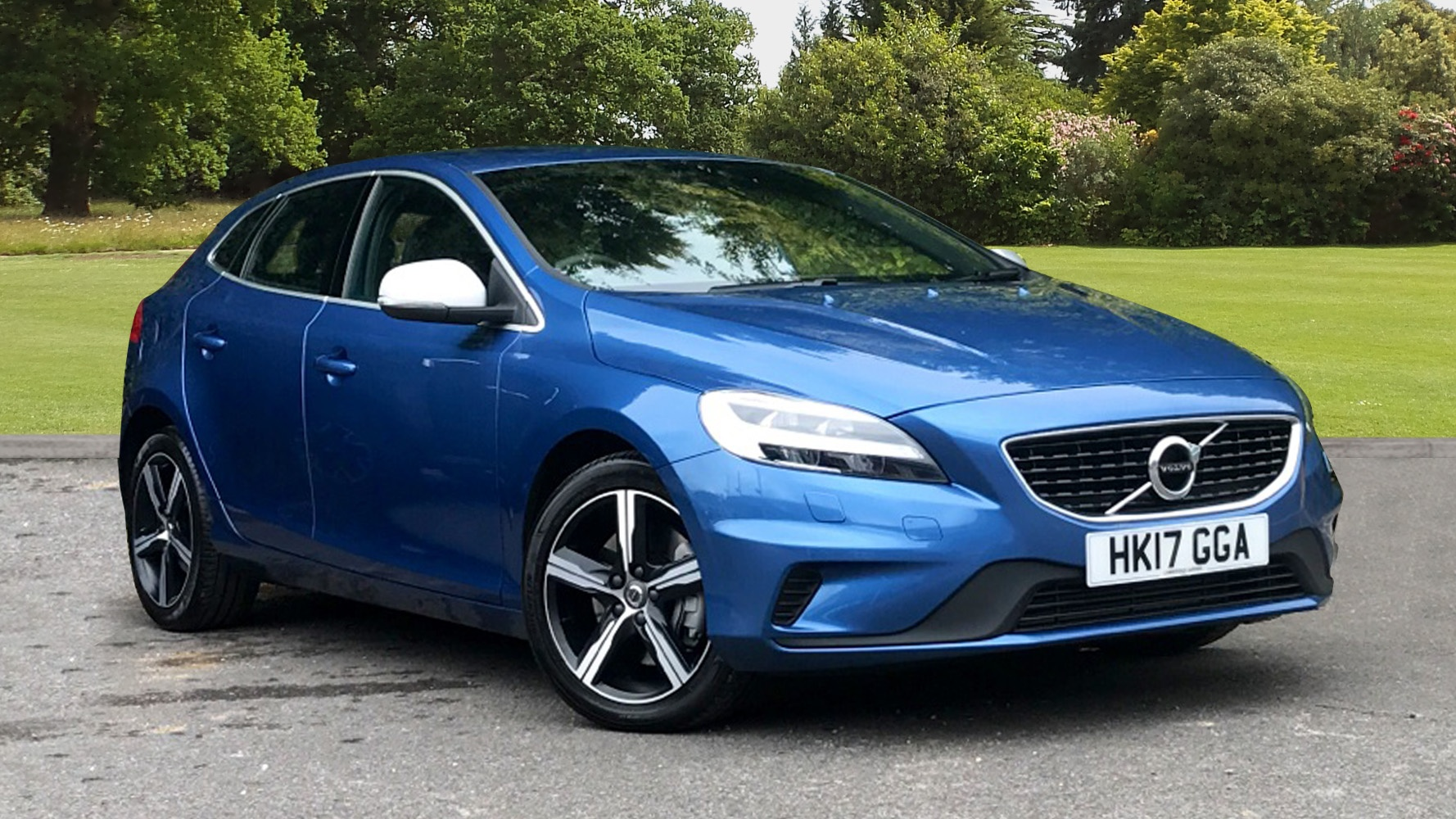 volvo v40 t2 122 r design automatic used vehicle by cambridge garage havant havant. Black Bedroom Furniture Sets. Home Design Ideas