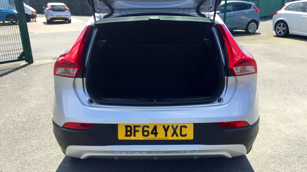 Volvo V40 D2 1.6D Cross Country Lux, Leather Interior, Cruise Control, Bluetooth