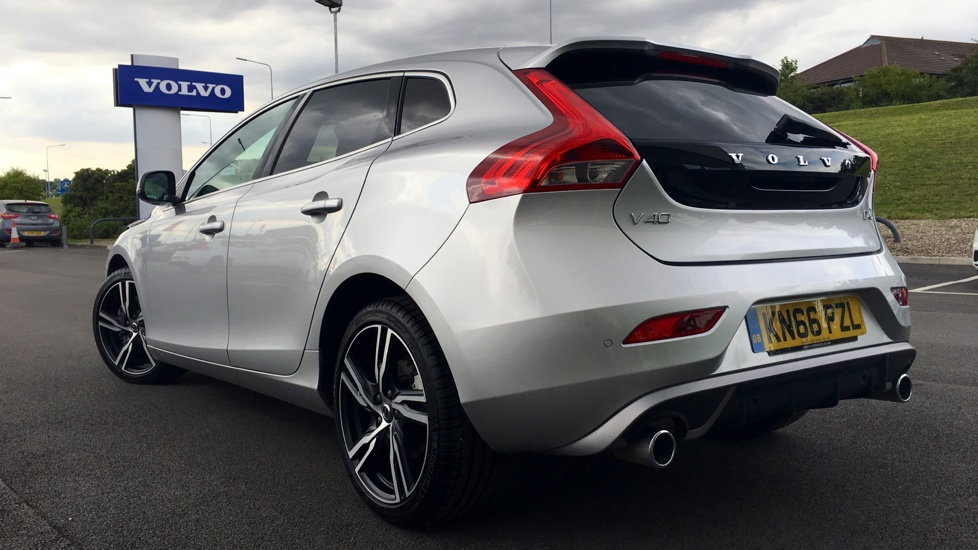 Volvo V40 D4 R-Design Pro Automatic Rear Tints, Full Leather, Bluetooth
