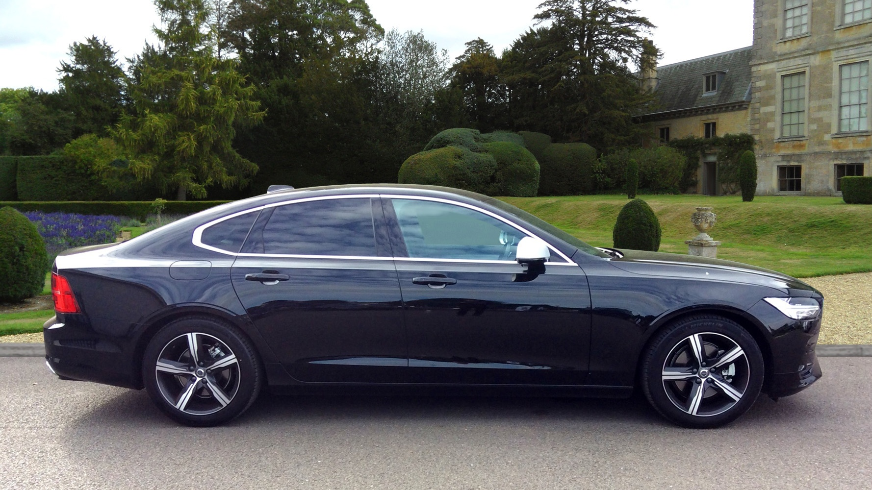 volvo s90 d4 r design nav automatic used vehicle by. Black Bedroom Furniture Sets. Home Design Ideas