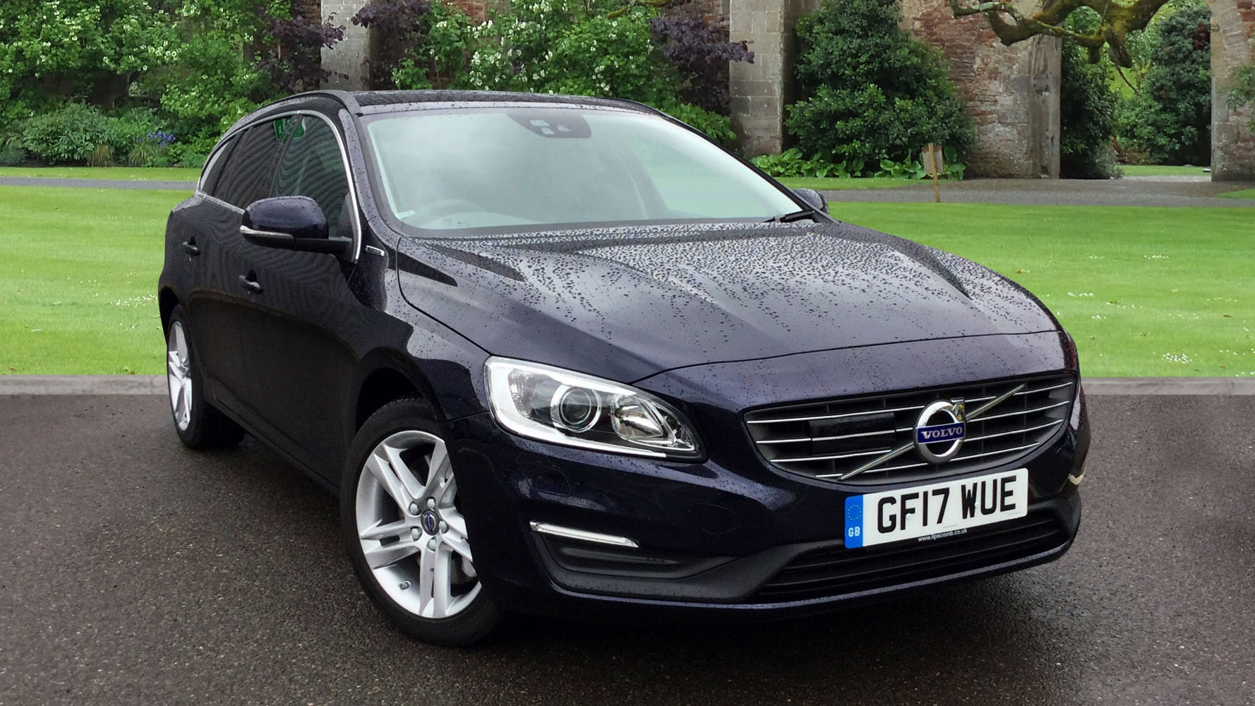 volvo v60 d5 twin engine hybrid se nav driver support pack on call winter pack used vehicle. Black Bedroom Furniture Sets. Home Design Ideas