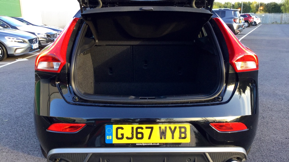 Volvo V40 D2 R-Design Pro Manual- On Call- Front & Rear Park Assist- Winter Pack
