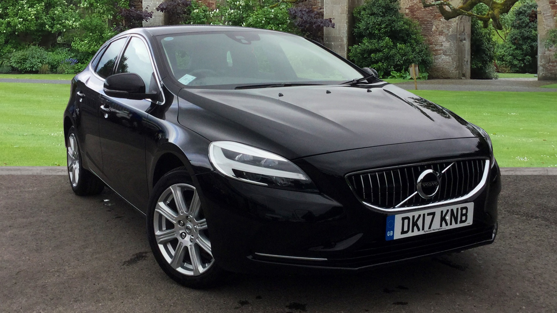 volvo v40 d2 inscription navigation winter pack used vehicle by rybrook chester chester. Black Bedroom Furniture Sets. Home Design Ideas