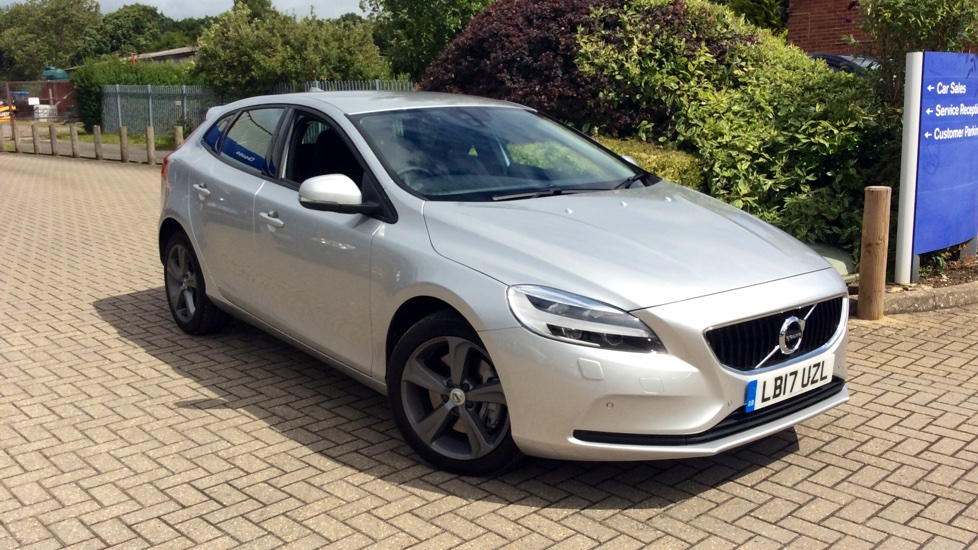 Volvo V40 D3 [4 Cyl 150] Momentum Nav Plus 5dr Geartronic 2.0 Diesel Automatic Hatchback (2017) image