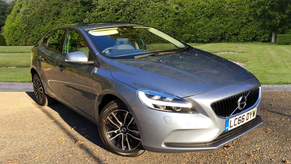 Volvo V40 D3 [4 Cyl 150] Momentum Geartronic with Rear Park Assist & Winter Pack  2.0 Diesel Automatic 5 door Hatchback (2017) image