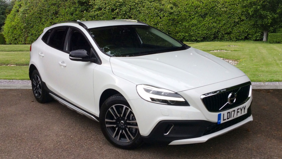 Volvo V40 Cross Country D3 Nav Plus Geartronic  2.0 Diesel Automatic 5 door Hatchback (2017) image