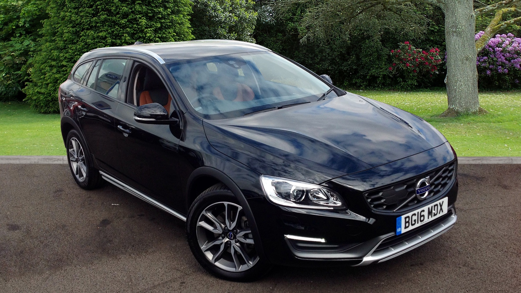 volvo v60 2 4td d4 190 awd cross country lux nav estate used vehicle by volvo cars cardiff cardiff. Black Bedroom Furniture Sets. Home Design Ideas