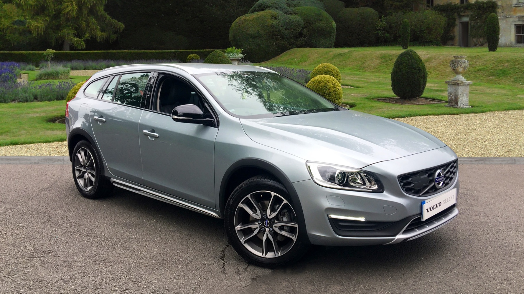 volvo v60 d4 190 fwd cross country lux nav manual xenons nav winter pack rear sensors. Black Bedroom Furniture Sets. Home Design Ideas