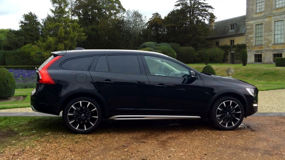 Approved Used V60 Cc Se Lux Sunroof Winter Pack Front