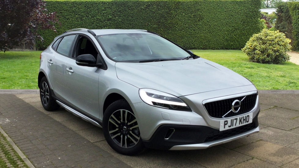 Volvo V40 Cross Country D2 [120] Cross Country with Rear Park Assist and Winter Pack 2.0 Diesel 5 door Hatchback (2017) image