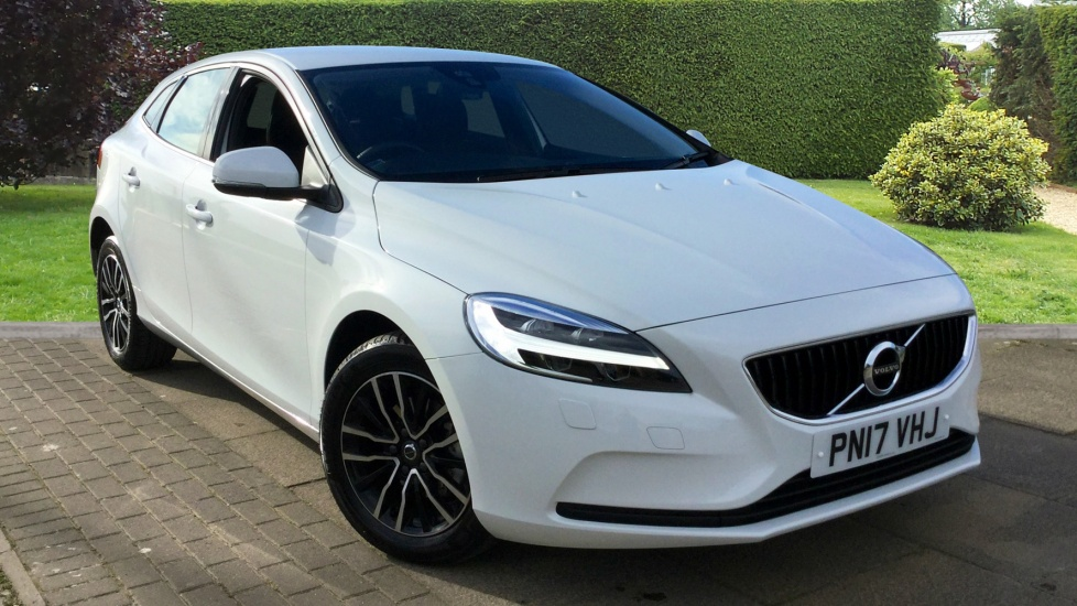 Volvo V40 D2 Momentum with Winter Pack and Bluetooth 2.0 Diesel 5 door Hatchback (2017) image