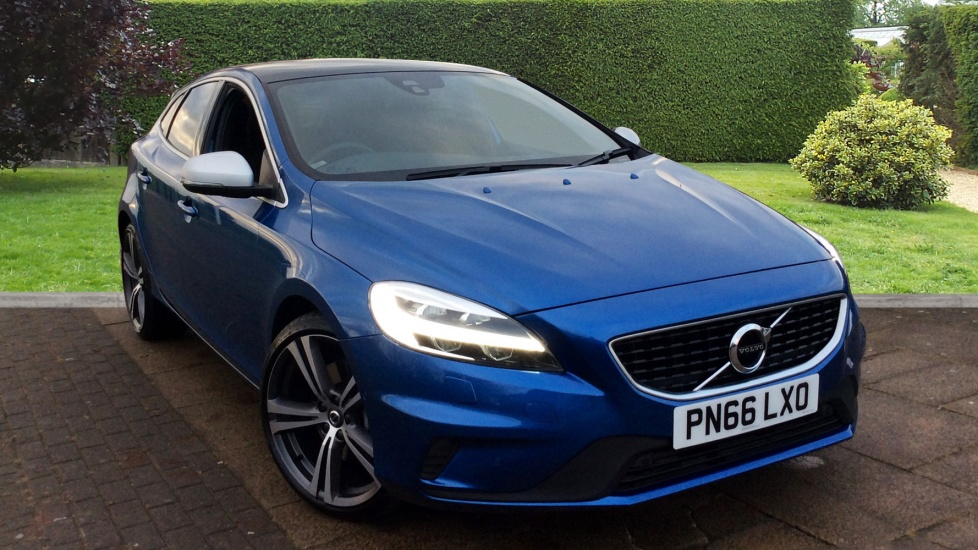 Volvo V40 D4 [190] R DESIGN Pro Geartronic with Xenium and Sports Packs 2.0 Diesel Automatic 5 door Hatchback (2016) image