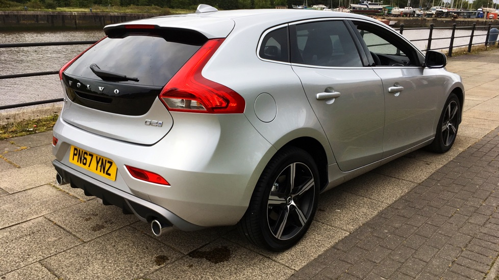 Volvo V40 D2 R-Design with Rear Privacy Glass & Bluetooth
