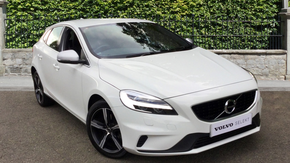 Volvo V40 T3 [152] R DESIGN 5dr with Heated Front Seats, DAB Radio & 17-inch Alloys 2.0 Hatchback (2016) image