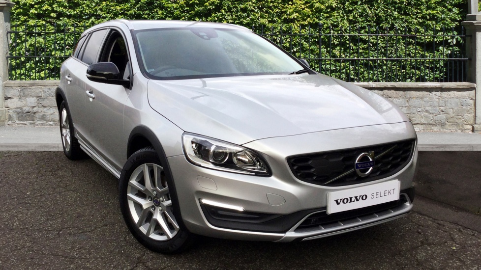 Volvo V60 D4 [190] Cross Country Lux Nav With Family Pack & Winter Pack 2.0 Diesel 5 door Estate (2017) image