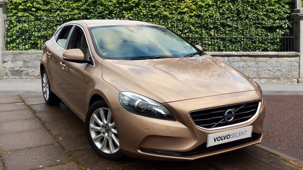 volvo v40 d2 se lux with leather and cruise control 1 6 diesel 5 door hatchback 2014 pk14nzx. Black Bedroom Furniture Sets. Home Design Ideas