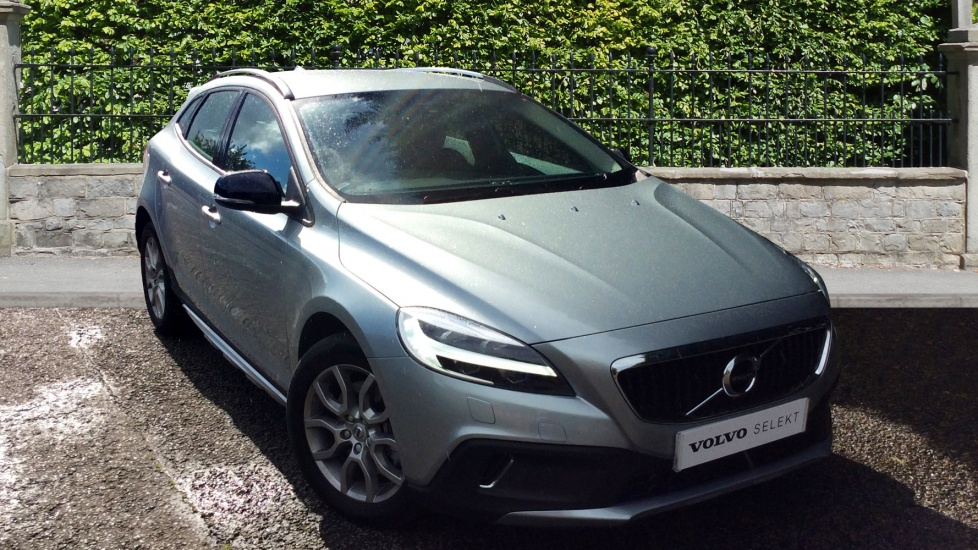 Volvo V40 Cross Country D3 [4 Cyl 150] Cross Country Nav Plus 5dr with Sensus Nav, Heated Seats and Rear Park Assist 2.0 Diesel Hatchback (2017) image