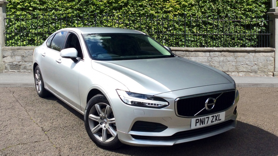 Volvo S90 2.0 D4 Momentum 4dr Geartronic with Winter Pack, Sensus Nav & Park Assist Diesel Automatic Saloon (2017) image