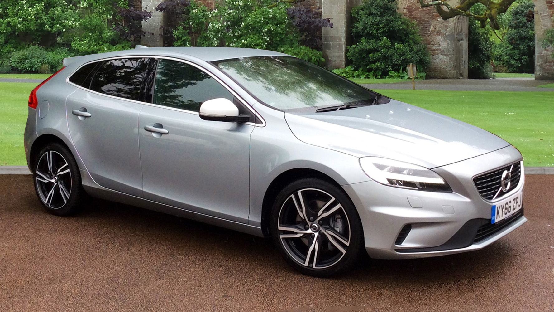 volvo v40 30k new great spec d4 190bhp r design pro. Black Bedroom Furniture Sets. Home Design Ideas